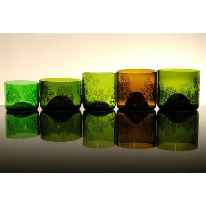 Vasos realizados con botellas de vino