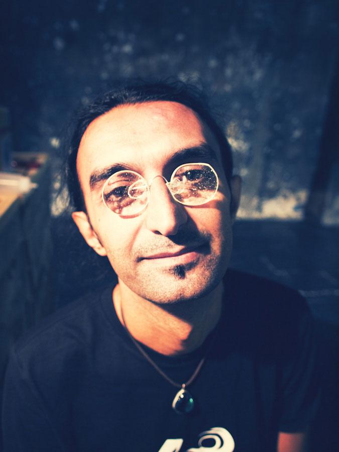 talleres creativos, Saman Kalantari lleva gafas de azúcar