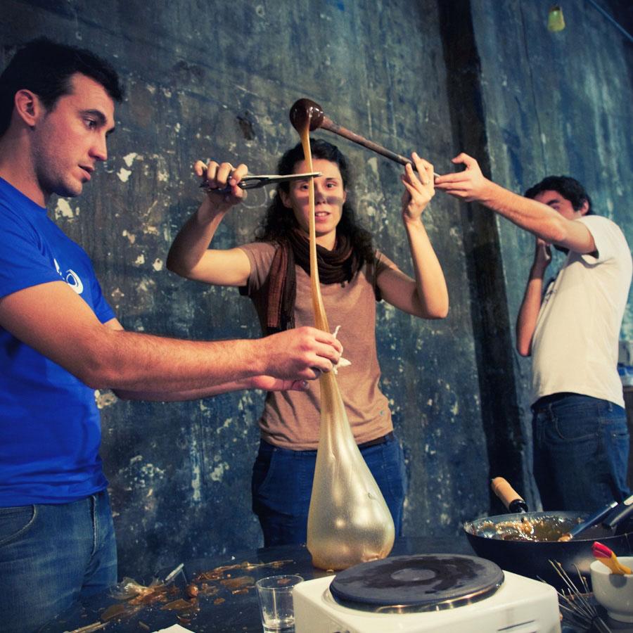 talleres creativos, manipulamos azucar con tecnicas vidrieras, azucar soplado