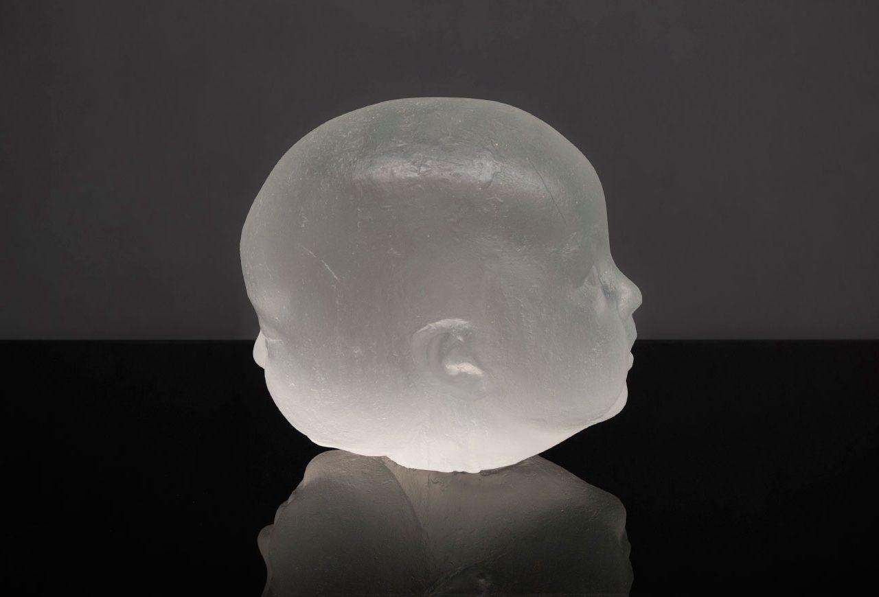 Escultura en vidrio óptico para el artista Antonio López. Obra: Carmen